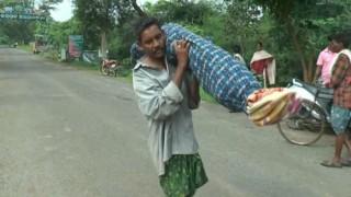 Touching! Tribal man in Odisha walks 10 km carrying wife's dead body