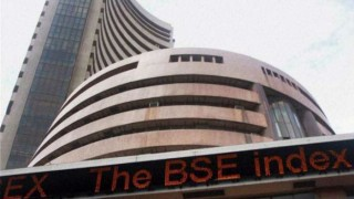 Late recovery helps Sensex close in green; IT, bank shares up